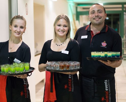 Barkeeper und Kellnerinnen
